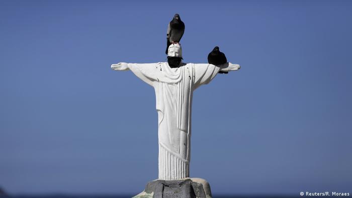 Brasilien   Coronavirus   Pandemie   Christus Statue mit Mundschutz
