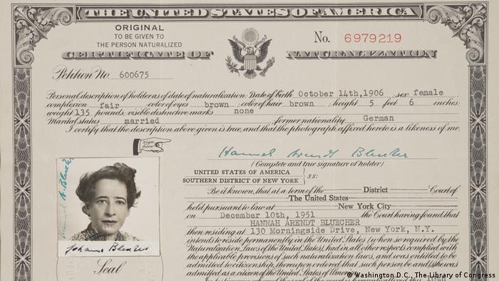 Einbürgerungsurkunde von Hannah Arendt
