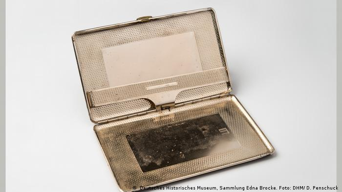 Hannah Arendt's cigarette case (Deutsches Historisches Museum, Sammlung Edna Brocke. Foto: DHM/ D. Penschuck)