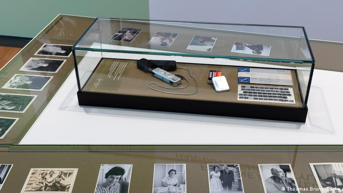 Exhibition pieces from Hannah Arendt, including photographs, a microphone and other items (Thoomas Bruns, Berlin)