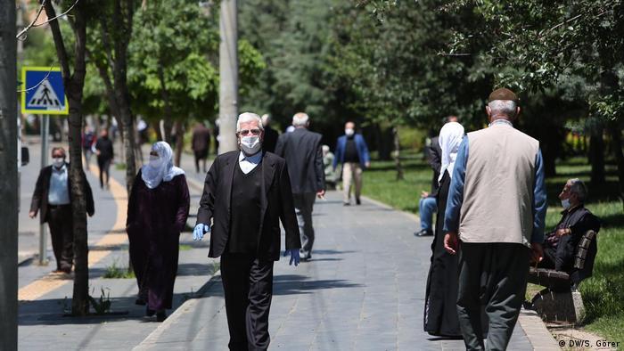 Пандемия: Турция вводит четырехдневный комендантский час | Коронавирус нового типа SARS-CoV-2 и пандемия COVID-19 | DW | 11.05.2020