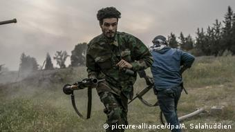 Libyen Tripoli   Portrait   GNA Kämpfer