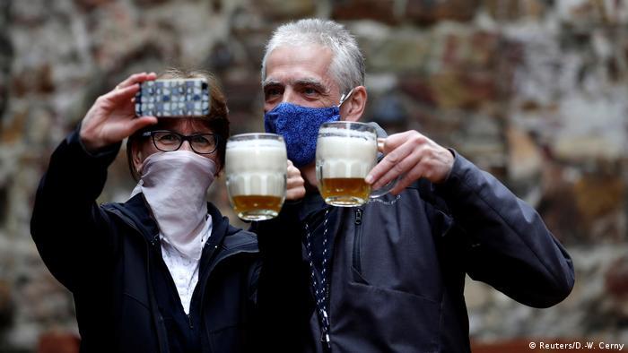 Tschechische Republik Prag Pup Bier Selfie (Reuters/D.-W. Cerny)
