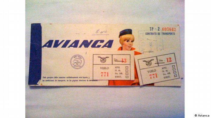 Antes de la masificación del turismo, volar era un evento especial en la vida de millones. Antes los tiquetes no se imprimían ni se pasaban por códigos en celular sino que eran recibidos en una cartilla.