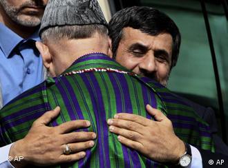 رفتار ایران با مهاجران، تاکید احمدی نژاد به دوستی کشورهای همسایه را زیر سوال می برد.