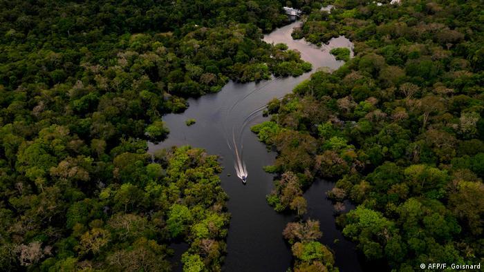 Manaos en Brasil, Iquitos en Perú y Leticia en Colombia, son los puntos que concentran más casos de coronavirus en la Amazonía (foto).