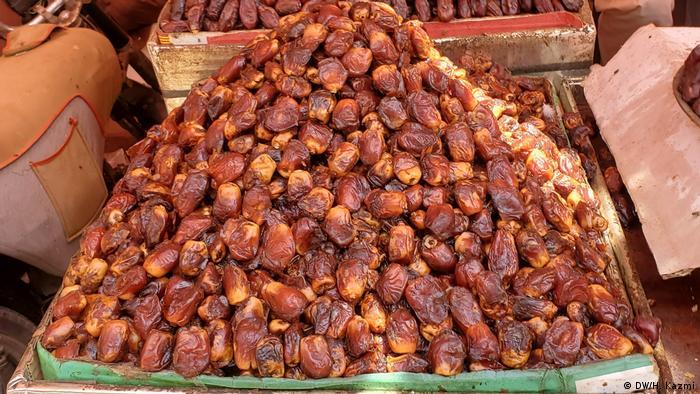 Datteln auf einem pakistanischen Markt (DW/H. Kazmi)