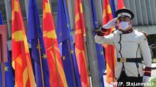 Hissen der EU-Flagge am Europa Tag in Nordmazedonien