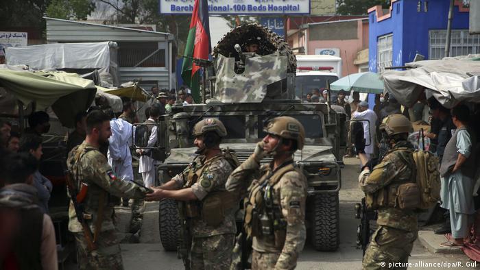 Afghanistan Anschlag auf Klinik von Ärzte ohne Grenzen in Kabul (picture-alliance/dpa/R. Gul)