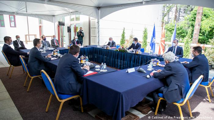 Nord-Mazedonien Skopje   Besprechung Coronavirus, Politiker