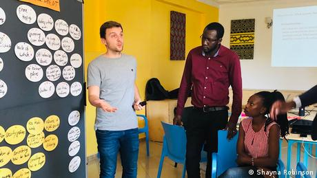 DW Akdemie trainer Daniel Moßbrucker delivers a digital security training in Uganda