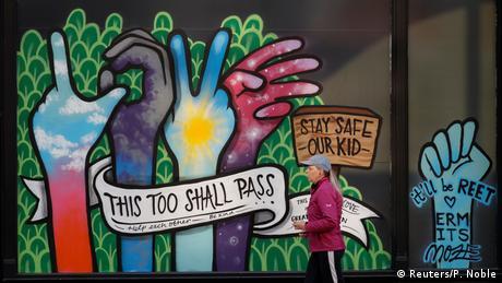 Coronavirus Street Art (Reuters/P. Noble)