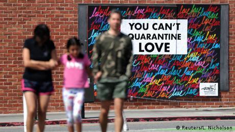 Coronavirus Street Art (Reuters/L. Nicholson)
