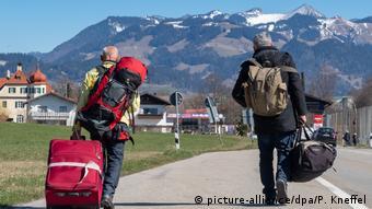 H Αυστρία με τις όμορες χώρες της σχεδιάζει συντονισμένο άνοιγμα συνόρων από τα μέσα Ιουνίου