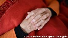 Haende alte Frau Symbolfoto