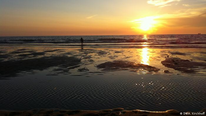 Andreas watching the sunset on a beach on Sylt, Germany (DW/A. Kirchhoff)