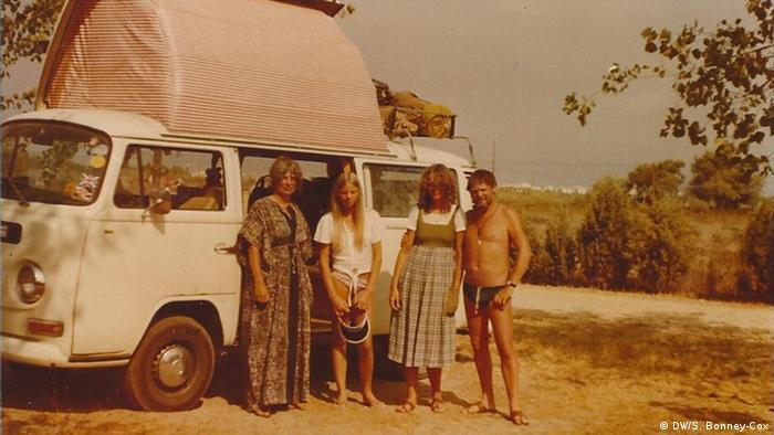 Sue with family in front of a camper van in Italy (DW/S. Bonney-Cox)
