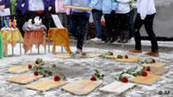 German president calls for firmer gun laws at Winnenden memorial