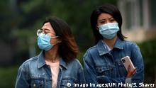 Chinese continue to wear protective face masks while visiting a shopping area as the threat level of the Covid-19 has been officially lowered in Beijing on Monday, May 11, 2020. There are fears a new wave of coronavirus cases could be lifting off in China, with one city in Jilin province being classified as high-risk and the epicenter of the outbreak, Wuhan, reporting new cases of infections. PUBLICATIONxINxGERxSUIxAUTxHUNxONLY PEK2020051112 STEPHENxSHAVER