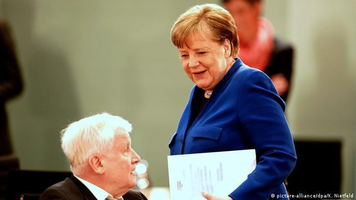 Angela Merkel und Horst Seehofer (picture-alliance/dpa/K. Nietfeld)