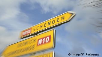 Дорожный указатель при въезде в Шенгенскую зону в Люксембурге (фото из архива)
