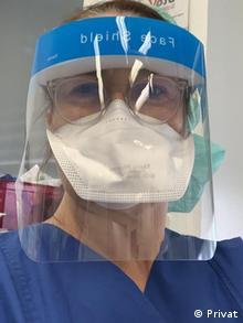 Η Παναγιώτα Πετροπουλάκη, ιατρός αναισθησιολόγος: «Αλλά δεν μιλάμε μόνο για ελλείψεις σε μάσκες και αντισηπτικά, που είναι καταστροφικό, μιλάμε για όλα τα εργαλεία που χρειαζόμασταν σε καθημερινή βάση, για να λειτουργήσουμε ως αναισθησιολόγοι»