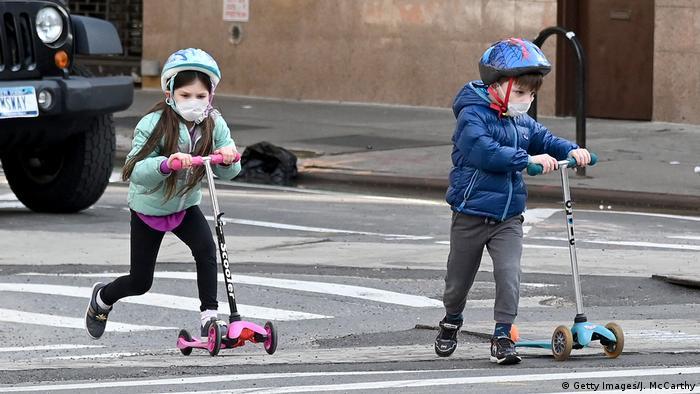 Дітям рекмонедують носити захисті маски