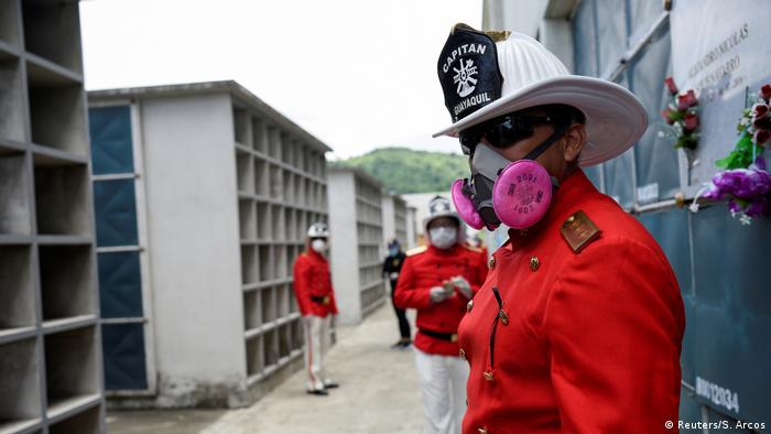 Ecuador | Opfer im Kampf gegen Corona | Luis Paez (Reuters/S. Arcos)
