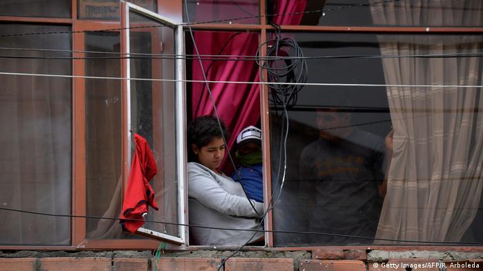 Kolumbien, Bogota: Rote Flaggen gegen Hunger