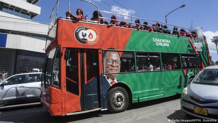 Malawi | Wahlkampf | Wahlen | Coronavirus | MCP | UTM (Getty Images/AFP/A. Gumulira)