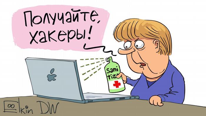 Меркель брызгает дезинфицирующее средство на монитор компьютера