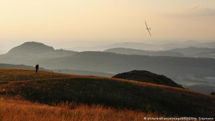 El sendero de larga distancia se extiende por 180 kilómetros a través de la Reserva de la Biosfera de la UNESCO en el Rhön, con sus bosques de hayas, lagos y pantanos.