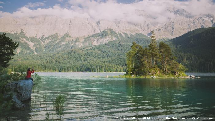 El senderismo en los Montes de Mieming y del Wetterstein son un clásico. La cima más alt de los Alpes en Alemania es el Zugspitze, con 2.692 metros.