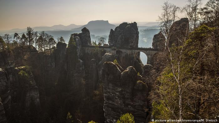 Bastei Bridge, Saxon Switzerland, Germany (picture-alliance/chromorange/M. Dietsch)
