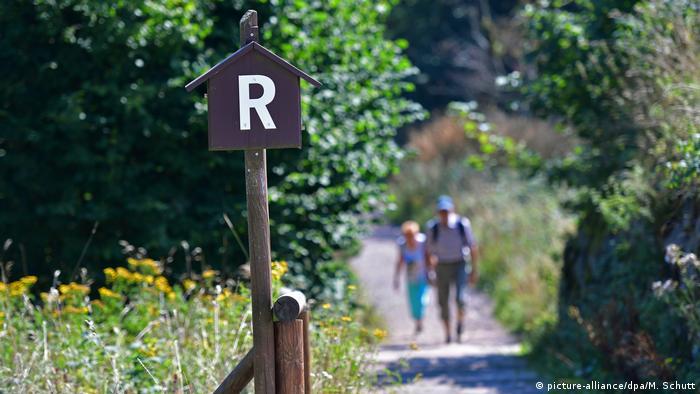 El popular sendero Höhenweg ha estado abierto a los turistas desde el siglo XIX. Desde 1999, el Rennsteig es un monumento cultural del estado federal de Turingia.