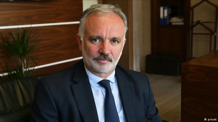 أيهان بيلغن ، عمدة مدينة كارس السابق ، أحد سياسيي حزب الشعوب الديمقراطي الذين اعتقلوا الأسبوع الماضي