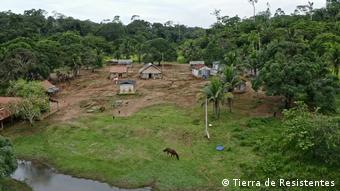 Brasilien Dorf im Amazonas