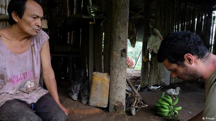Andrés Bermúdez Liévano (right) interviews a member of the Shuar community in southern Ecuador. The man condemns forced evictions by a Chinese company interested in large-scale mining projects