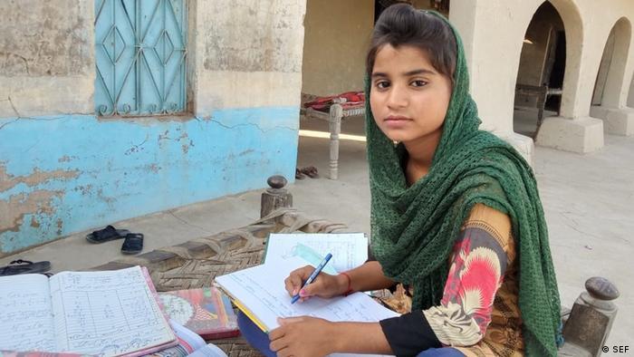 Pelajar perempuan Pakistan