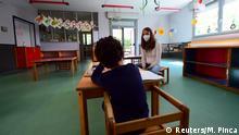 Wiedereröffnung Schulen - Leeres Klassenzimmer in Italien