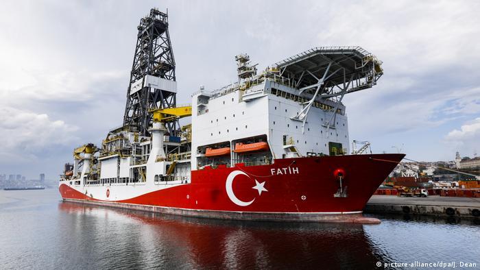 سفينة التنقيب التركية فاتح في ميناء اسطنبول