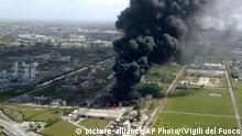 Italien | Feuer in Chemiefabrik | Venedig