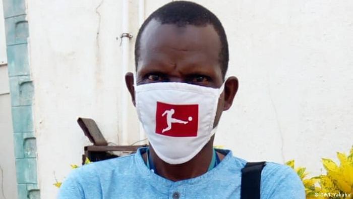 Nigeria Bundesliga Fans mit Mund- und Nasenschutz