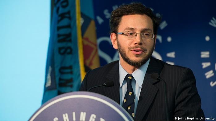 Francisco González | Bildquelle: https://www.dw.com/es/coronavirus-epidemi%C3%B3logos-de-johns-hopkins-creen-que-cifras-oficiales-en-am%C3%A9rica-latina-son-err%C3%B3neas/a-53459421 © JHU | Bilder sind in der Regel urheberrechtlich geschützt