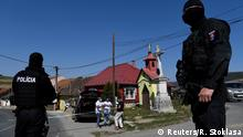 Slowakei Zehra Polizeibeamte vor Roma-Siedlung