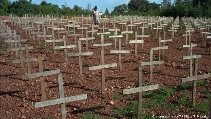 Ruanda Symbolbild Völkermord (picture-alliance/AP Photo/R. Mazalan)