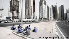 Qatar - Doha - Workers having lunch in Financial District PUBLICATIONxNOTxINxUAExKSAxQATxLIBxKUWxOMAxBRN Copyright: xMatildexGattoni/arabianEyex MG75474