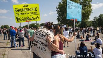 Участникам демонстрации в Штутгарте требуют прекращения локдауна
