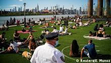 BdTD New York Corona-Beschränkungen gelockert | Social Distancing im Park