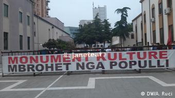 Albanien Nationaltheater in Tirana gilt nach 70 Jahren als europäisches Kulturerbe (DW/A. Ruci)